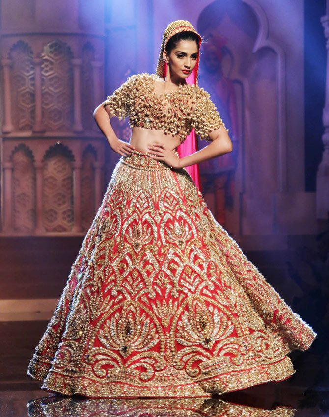 Bollywood Actress Bridal Leheanga - Cinemaz World